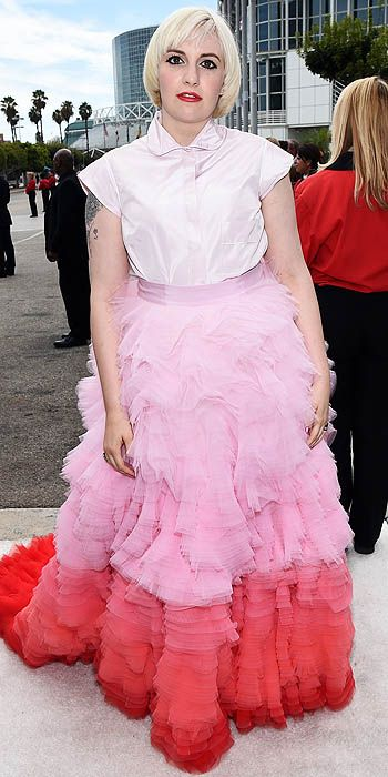 Lena Dunham in Giambattista Valli.